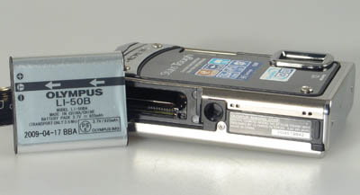 olympus_tough8000_battery.jpg