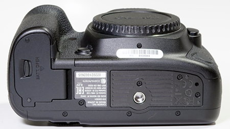 canon_eos_5d-mark4_bottom.JPG