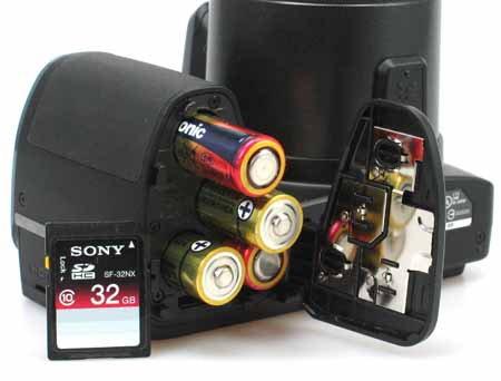 Olympus SP-820UZ_batteries.jpg