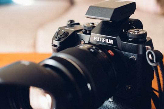 FujifilmXH1_ProductImage_05.jpg
