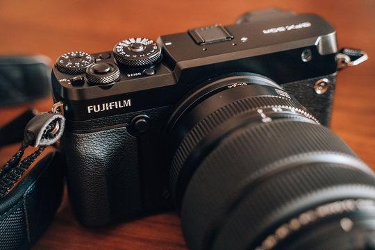 FujifilmGFX50R_ProductImage_03.jpg