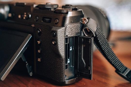 FujifilmGFX50R_ProductImage_05.jpg