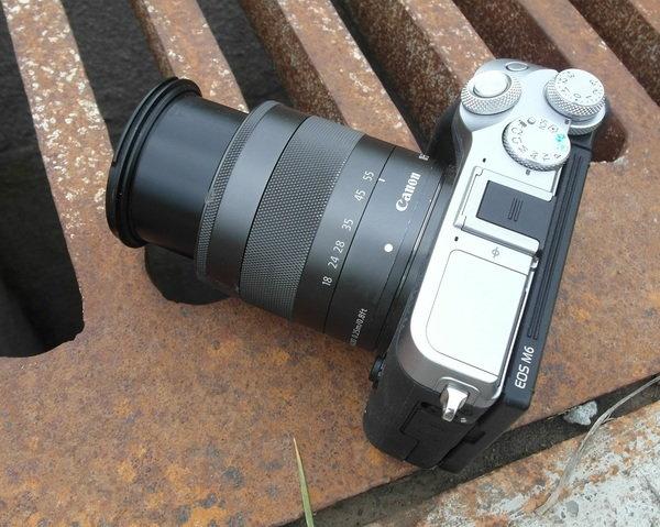 Top extended lens Canon M6.jpg