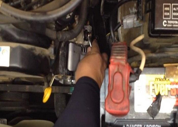 Toyota 4Runner installing alternator