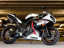 Yamaha R1 static 1