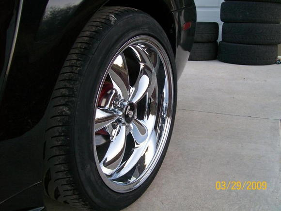 "Rear rim, I love the 18X10.5"" rims"