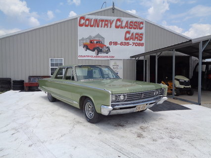 1966 Chrysler Newport 4dr sedan