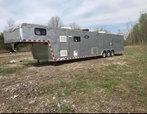 2005 haulmark 44 ft gooseneck car hauler with living quarter  for sale $21,000