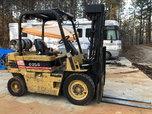 Daewoo pneumatic 5000lb forklift  for sale $8,000