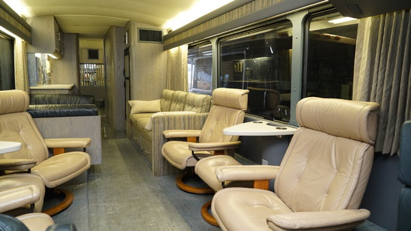 Executive Motor Coach 40' MCI Immaculate