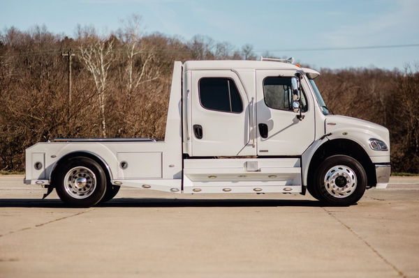 FREIGHTLINER SPORTCHASSIS CUMMINS M2   for Sale $62,500