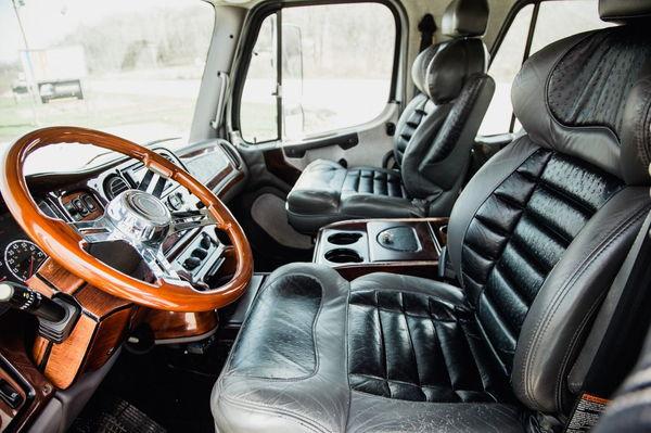 2008 FREIGHTLINER M2-106 SPORT TRUCK  for Sale $67,500