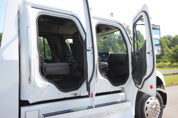 2014 Freightliner® SPORTCHASSIS M2-106