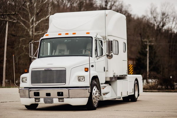 FREIGHTLINER FL70 TOTERHOME CREW CHIEF  for Sale $53,500