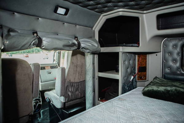 2004 KENWORTH T300   8.3 CUMMINS   for Sale $112,500