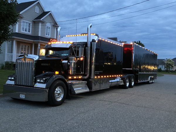 Kenworth W900L  for Sale $200,000