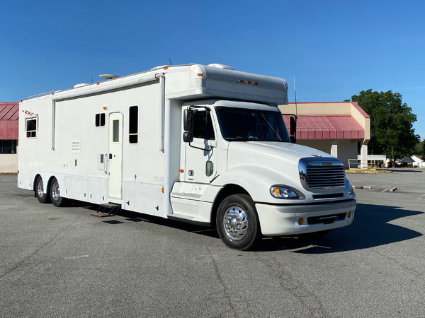 2004 Haulmark 40' Motorcoach Remodeled  for Sale $135,000