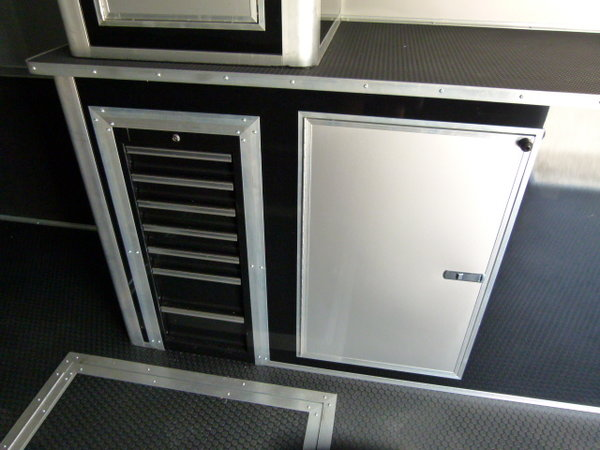 2021 48' Cargo Mate Eliminator bathroom