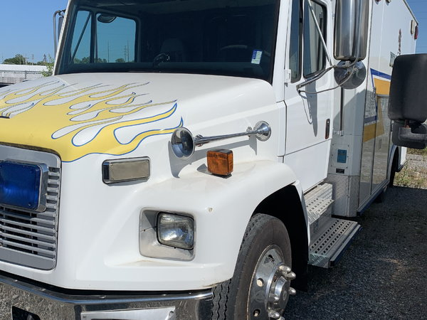 2002 Freightliner Ambulance   for Sale $8,500