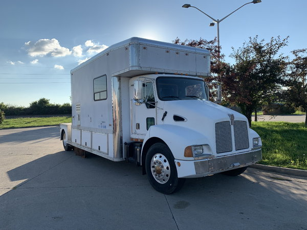 1996 KW T-600 United Toterhome   for Sale $45,000
