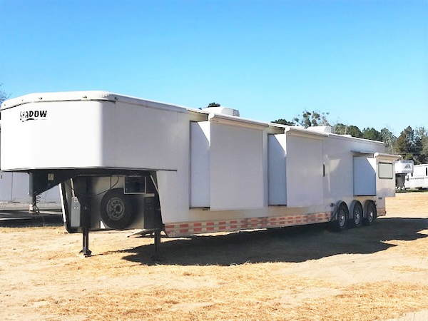 2010 STW Shadow Enclosed Trailer with LQ (Storefront)