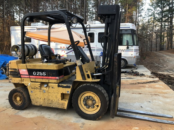 Daewoo pneumatic 5000lb forklift   for Sale $8,000