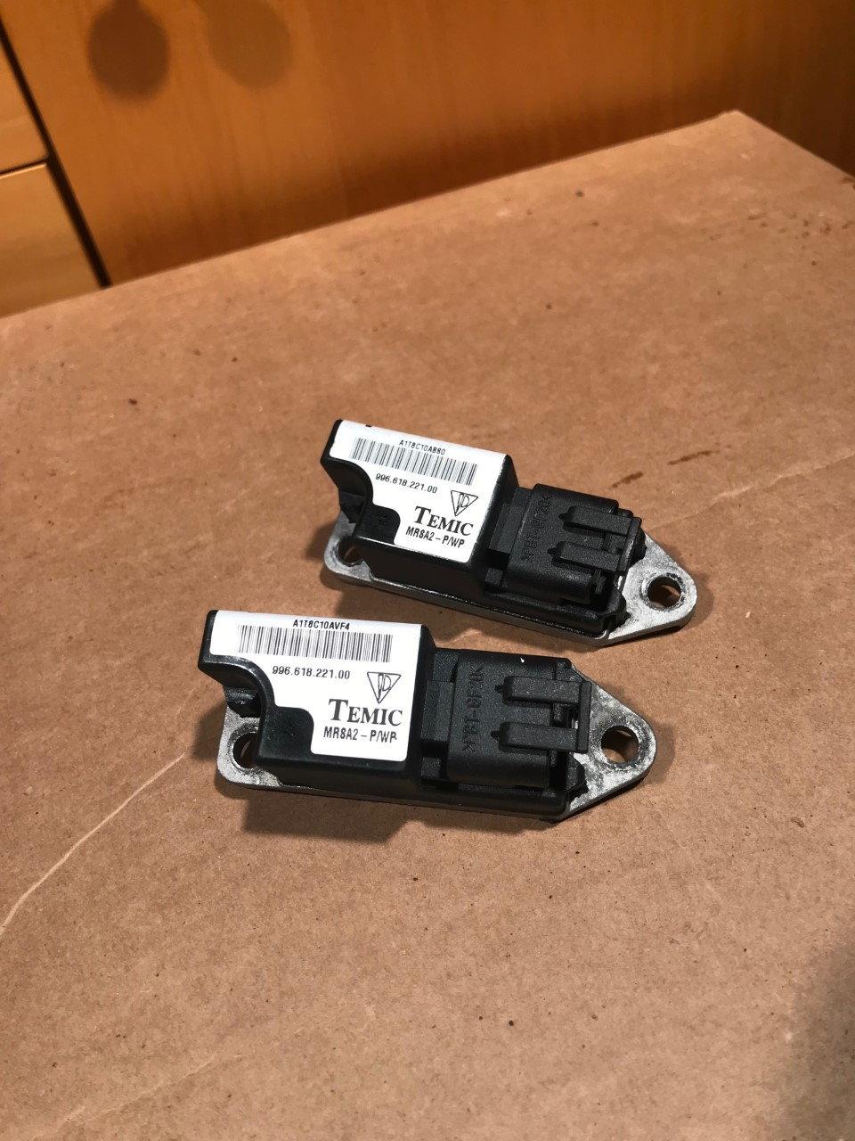 996 618 221 00 Side Airbag Sensor