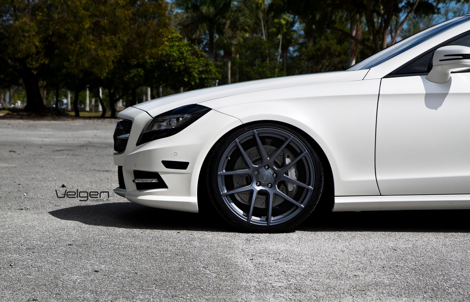 Maxresdefault furthermore Cls Cls Coupe Interior in addition Mercedes Sclass Mono Flangiato M also Mercedes Benz Cls Sedan Angular Rear besides Mercedes Benz Cls Class Sedan Cls Amg S Oem. on mercedes benz s cls550