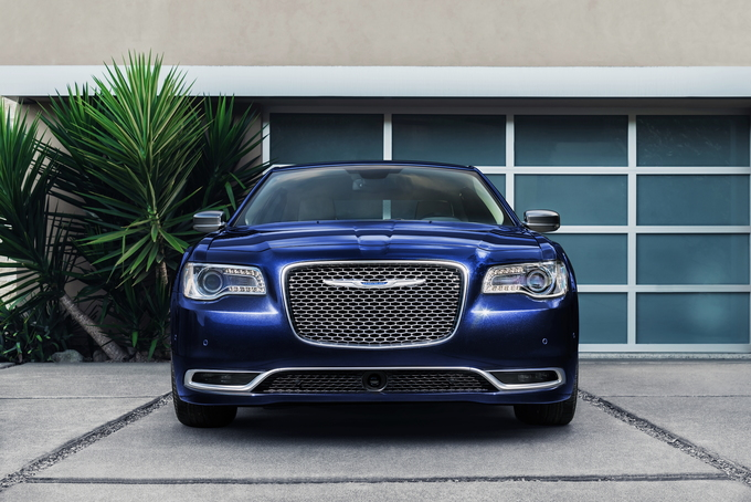The 2019 Chrysler 300 Is Like A Flip Phone It Cannot Run Snapchat Or Instagram Scoffs At Micro Sized Hatchbacks And Hybrid Drivetrains