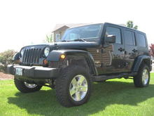 07 Sahara with Rubicon tires and wheels 2