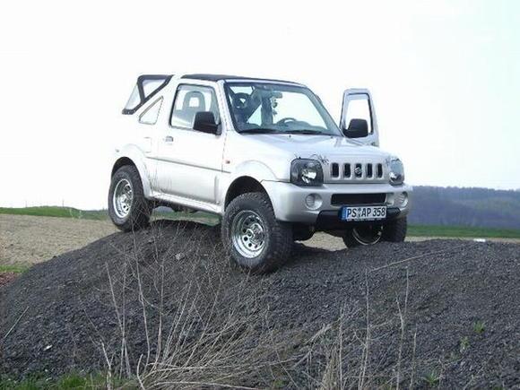 """Suzuki Jimny 1,3l 2""""Trailmaster 225x75 15"""" Goodyear Wrangler A/T"""