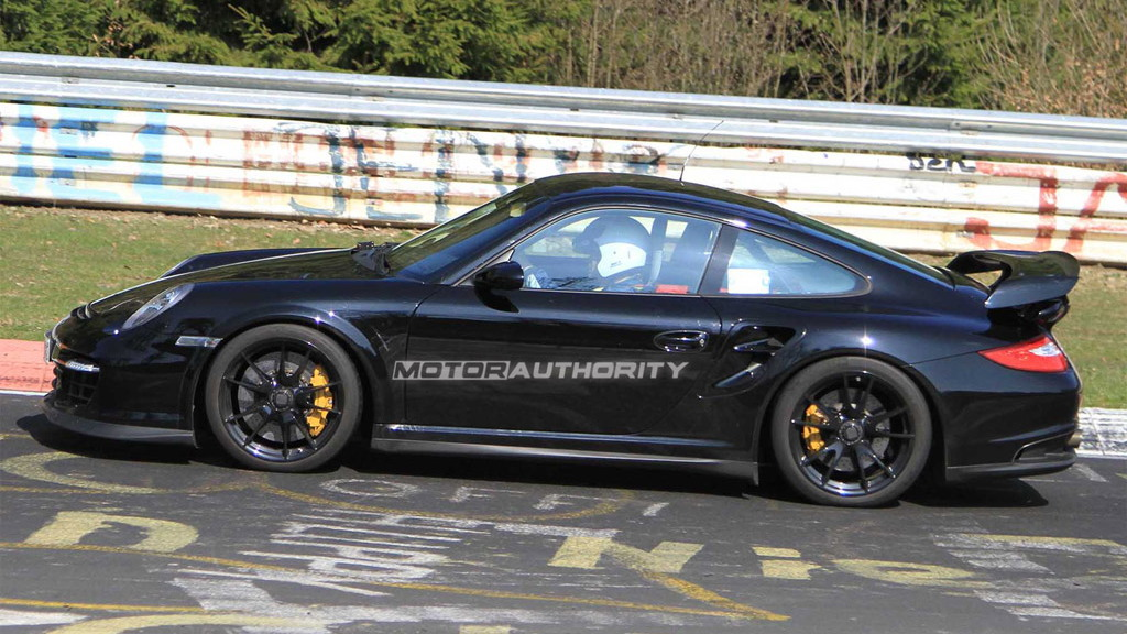 2012 Porsche 911 GT2 facelift spy shots