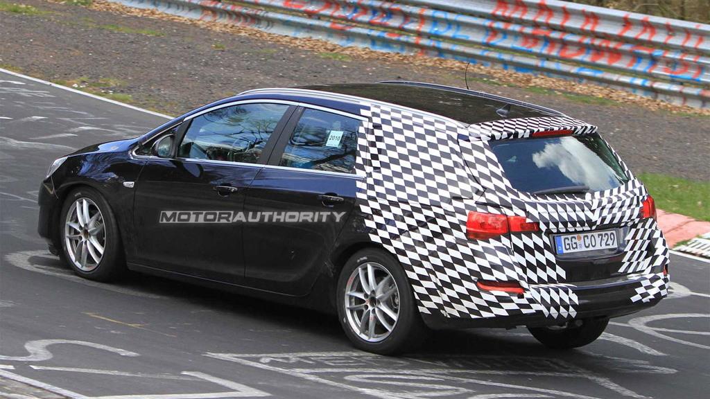 2011 Opel Astra SportsTourer spy shots