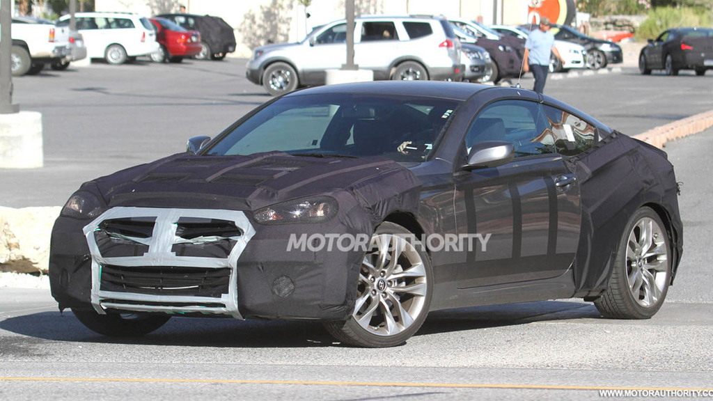 2012 Hyundai Genesis Coupe facelift spy shots