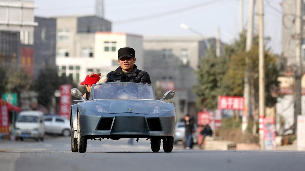 Chinese grandpa builds electric mini-Lamborghini (Images: ChinaSmack)