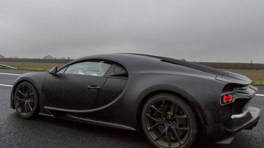 2016 Bugatti Chiron spy shots - Image via Erico Hessel