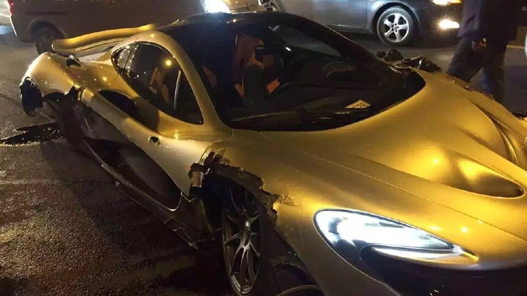 McLaren P1 crash in China, April 2016 - Image via Weibo
