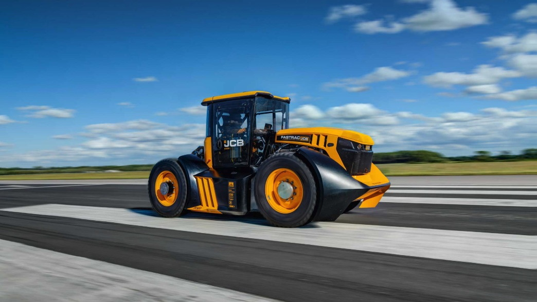 JCB Fastrac 8000, world's fastest tractor