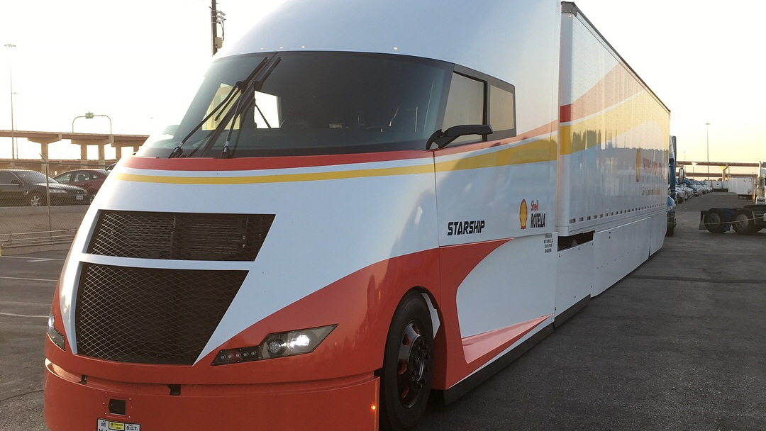 Shell Airflow Starship truck in El Paso, TX, on cross-country fuel economy run
