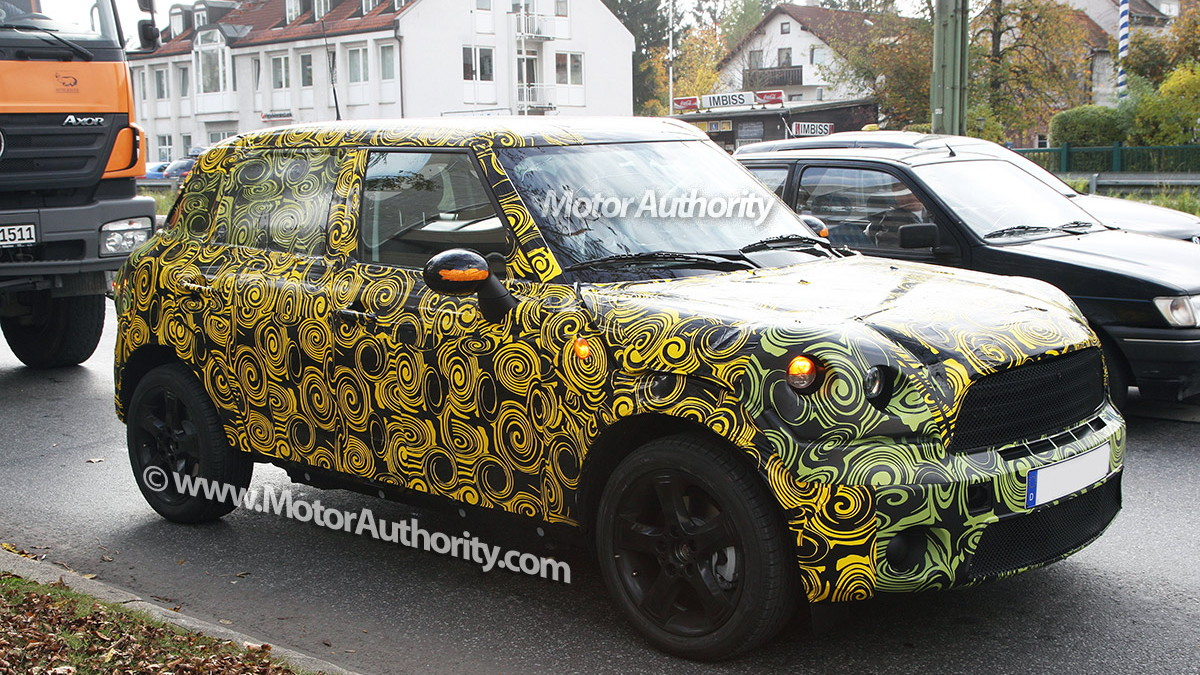 2010 mini crossover crossman maxi spy shots oct 003
