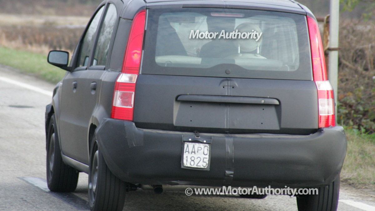 2011 fiat panda test mule spy shots november 006