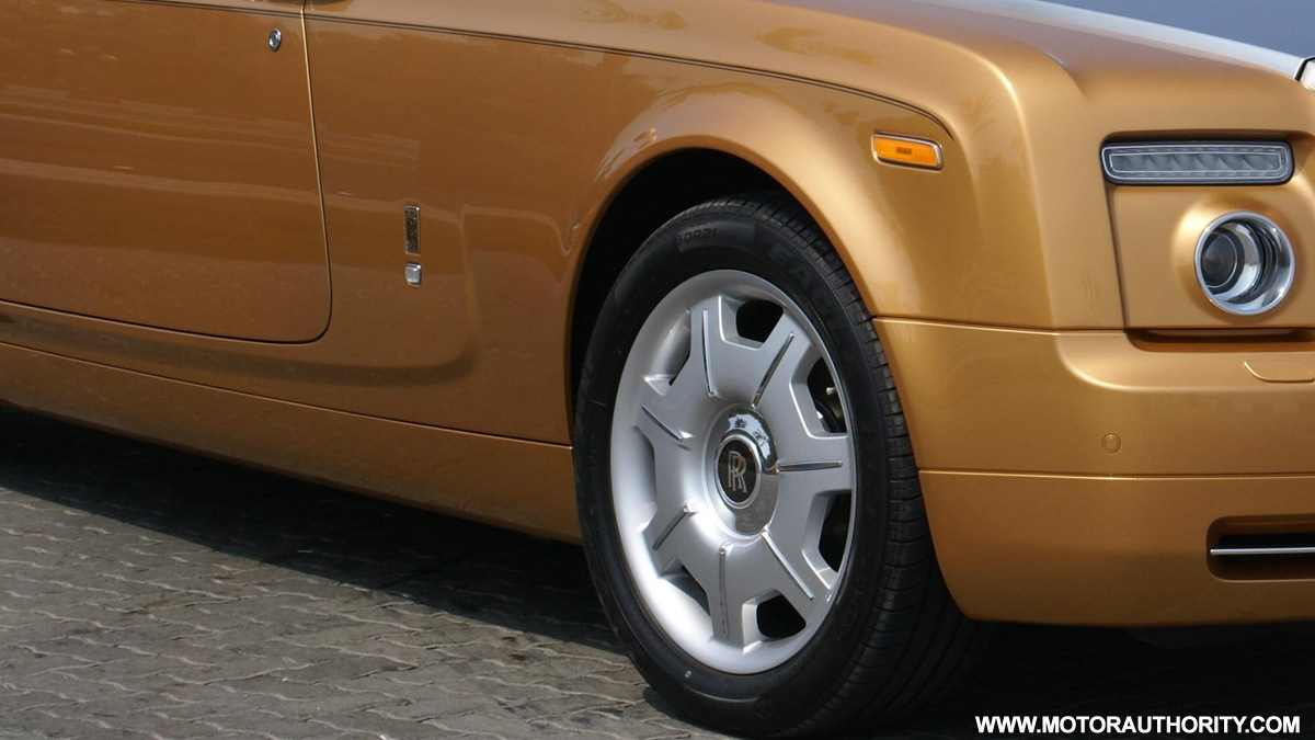 bespoke gold rolls royce phantom drophead coupe abu dhabi 003