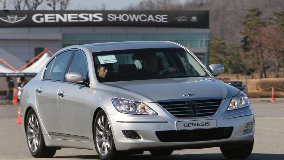 hyundai genesis sedan motorauthority 002 1