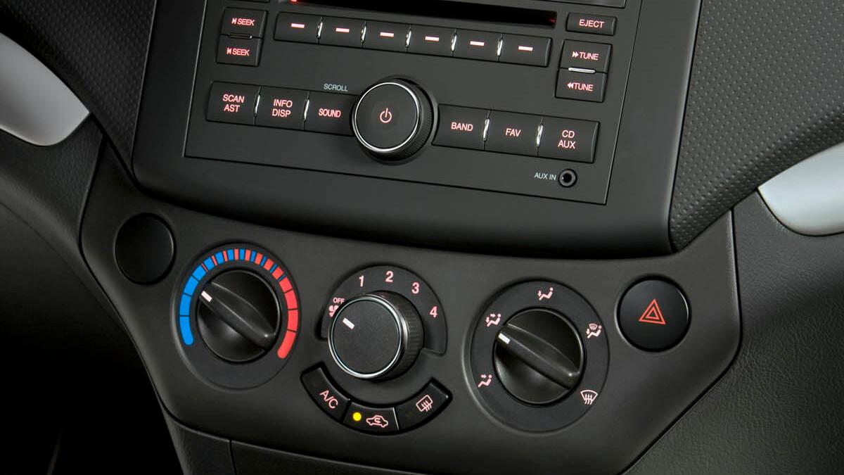 2009 pontiac g3 motorauthority 008