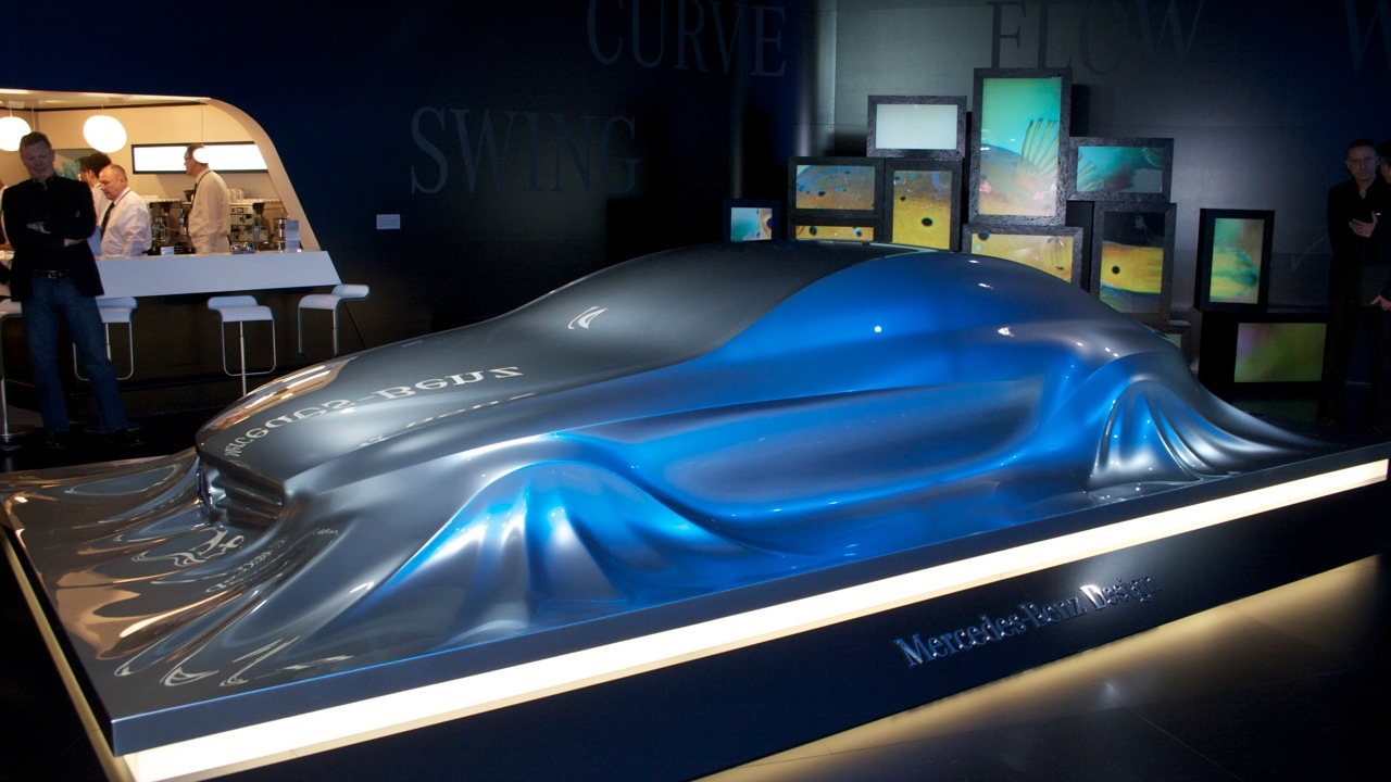 Mercedes-Benz Rising Car sculpture live