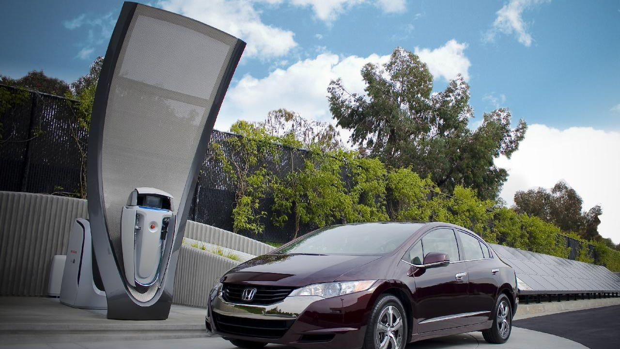 Honda Solar Hydrogen Station prototype with 2010 Honda FCX Clarity hydrogen fuel-cell vehicle