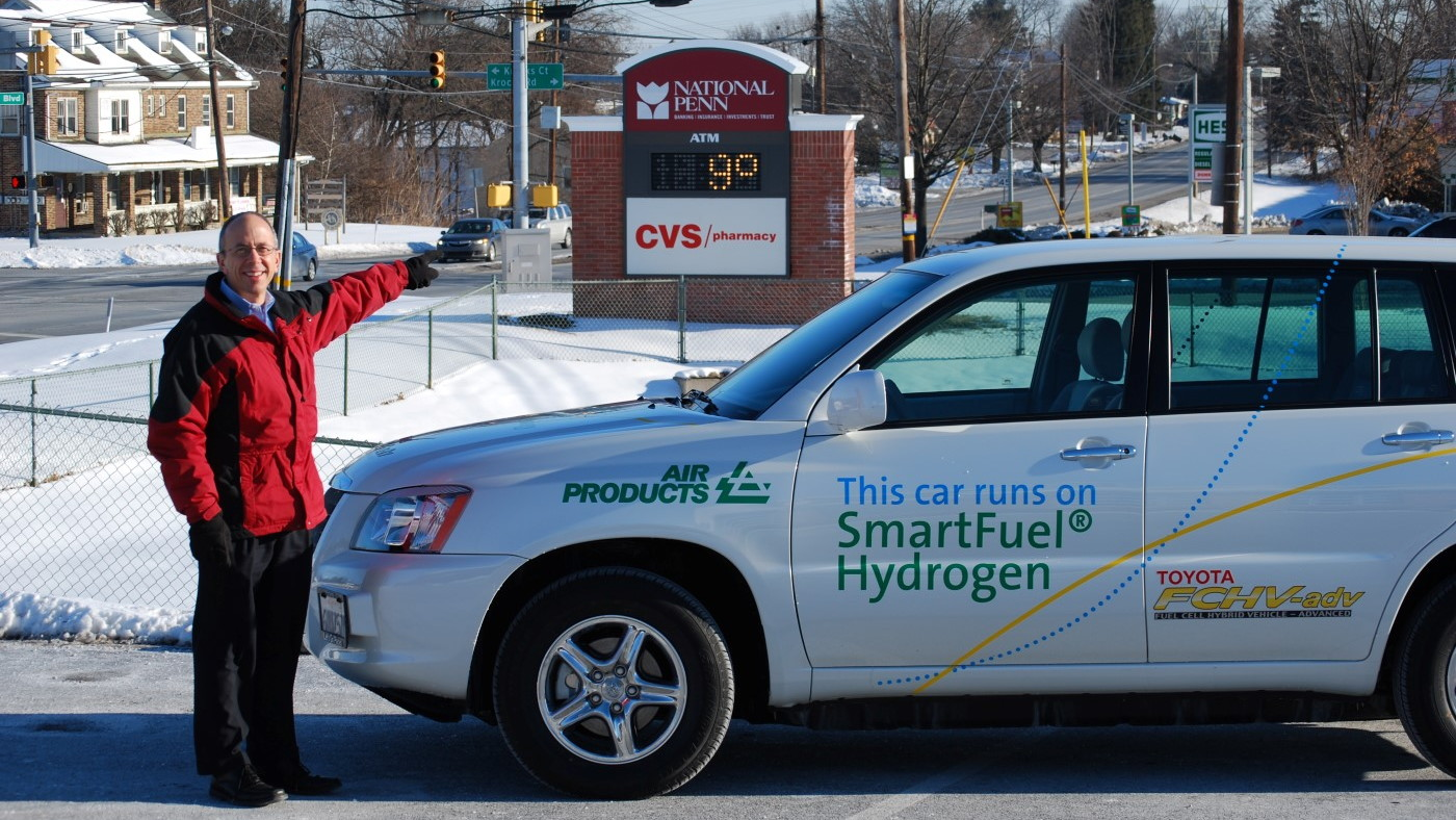 Toyota FCHV-adv fuel cell vehicle coping with winter temperatures