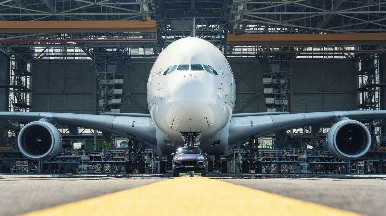Porsche Cayenne tows an Air France Airbus A380