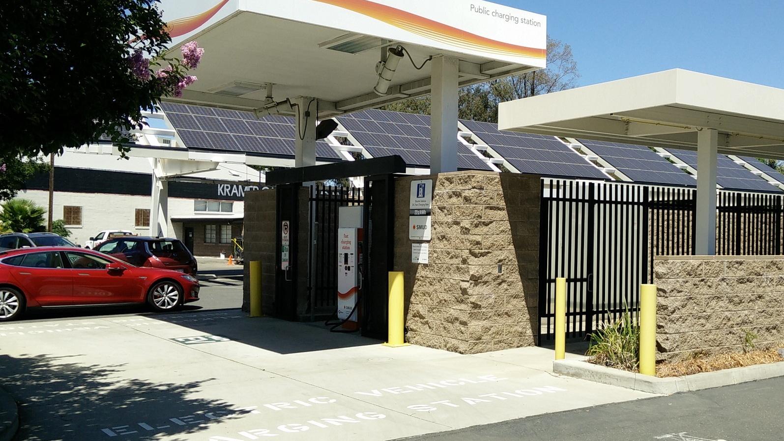Sacramento Municipal Utility District electric car DC fast-charging site, Jun 2015  [George Parrott]