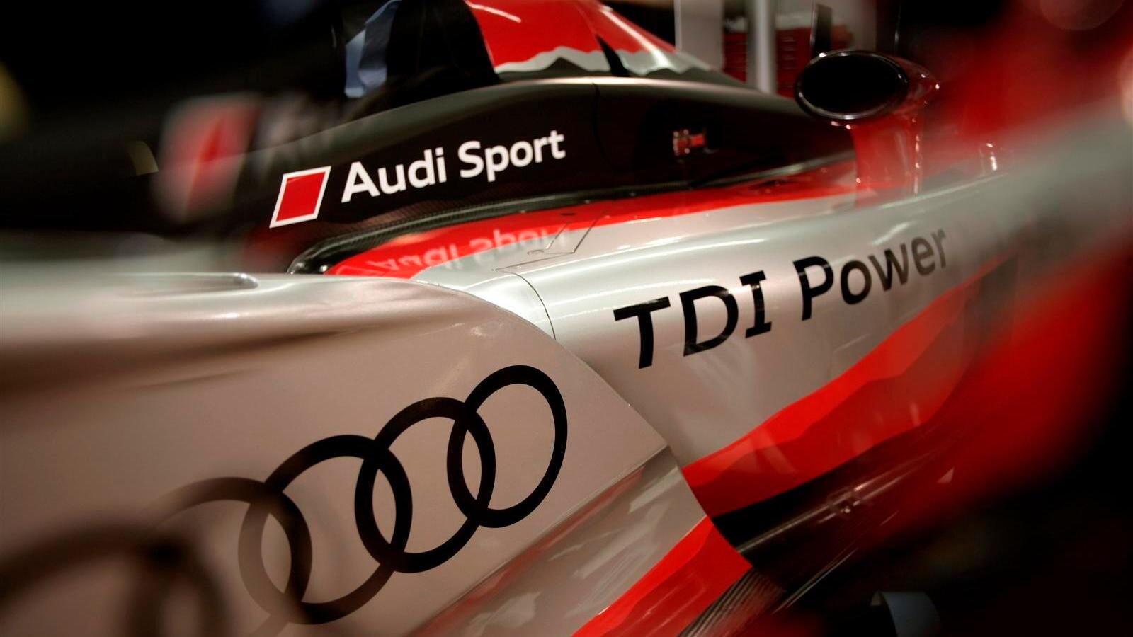 Audi R15 TDI race livery